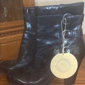 NWT. Born boots